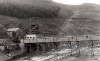 Ffaldau Colliery in 1986 during demolition. The screens and aerial ropeway have been removed.